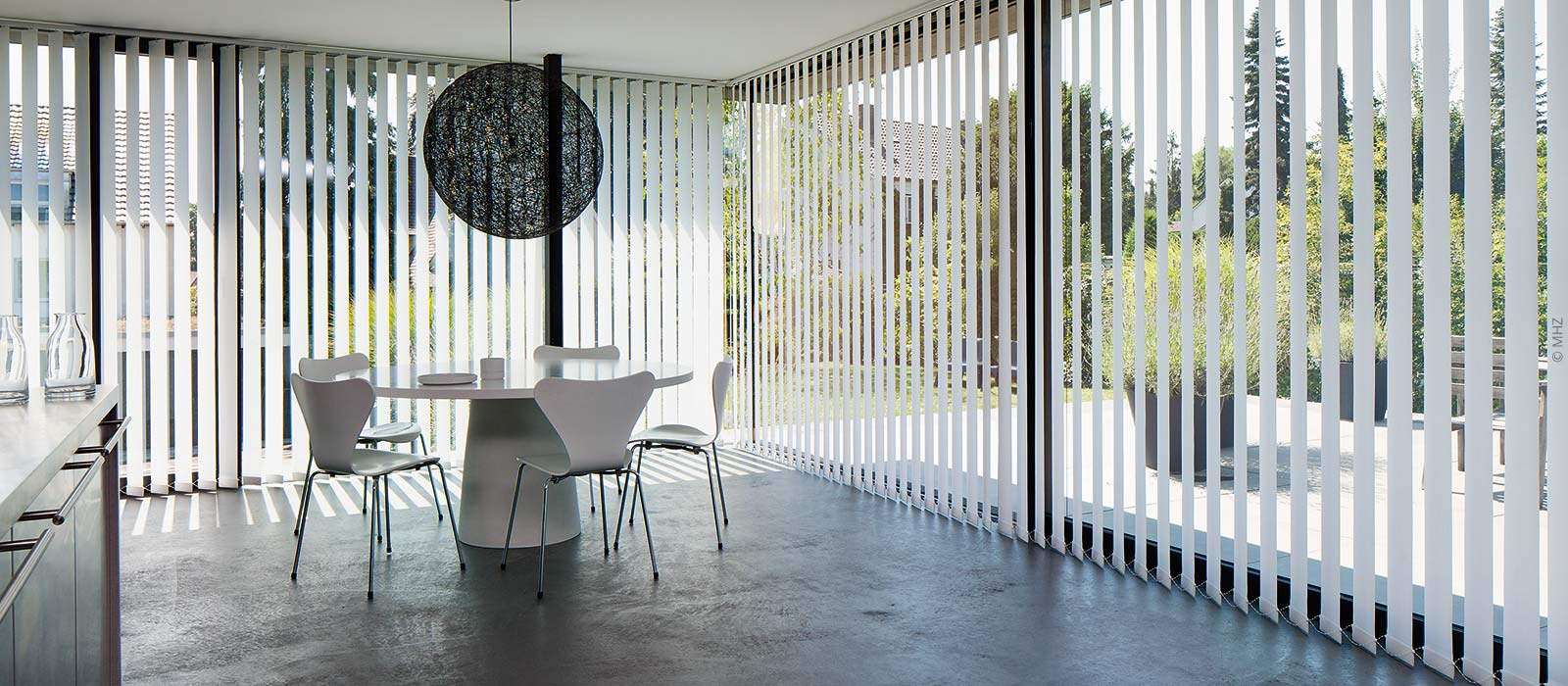 Vertikal-Jalousien statt Vorhängen